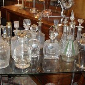 wandel-antik-01103-diverse-glas-und-kristallkaraffen