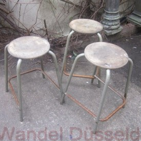 wandel-antik-01208-industriehocker-mit-holzsitzen