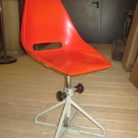 wandel-antik-01216-industriestuhl-mit-fiberglas-sitz