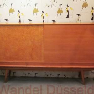 wandel-antik-01458-50er-jahre-sideboard-mit-schiebetueren