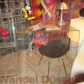 wandel-antik-01483-70er-jahre-schreibtisch-aus-plexiglas