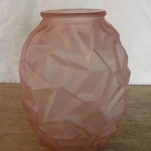 wandel-antik-01110-art-deco-vase-aus-rosa-pressglas