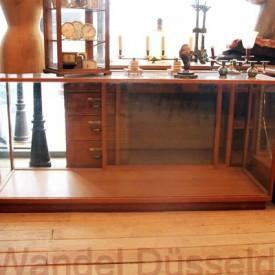 wandel-antik-02193-vitrinentheke-mit-glas-schiebetueren