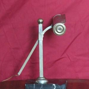 wandel-antik-02230-kleine-tischleuchte-auf-marmorplinthe