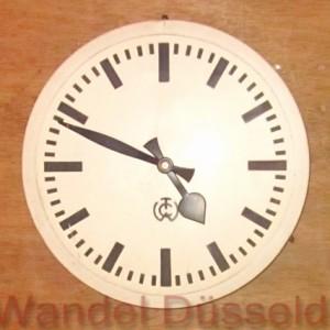 wandel-antik-02310-weiße-wanduhr