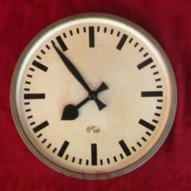 wandel-antik-02318-wanduhr-im-bahnhofsuhrstil