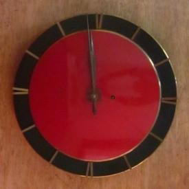 wandel-antik-02319-wanduhr-mit-rotem-zifferblatt