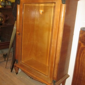 wandel-antik-02368-art-deco-vitrinenschrank-auf-kegelfuessen