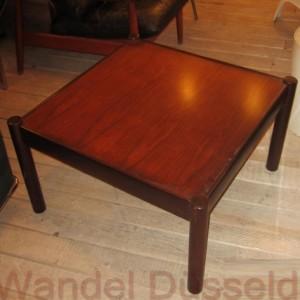 wandel-antik-02462-quadratischer-couchtisch-aus-den-60er-jahren