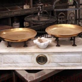 wandel-antik-02568-waage-mit-marmorkorpus