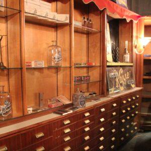 wandel-antik-01083-großes-verkaufsregal