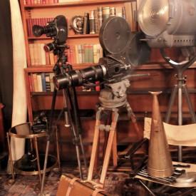 wandel-antik-01084-große-filmkamera-requisiten