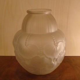 wandel-antik-01310-art-deco-vase-aus-pressglas-mit-blattmotiven