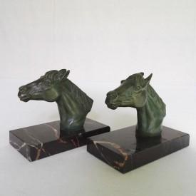 wandel-antik-01745-pferdeköpfe-als-buchstütze
