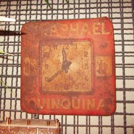 wandel-antik-01924-vintage-wanduhr-st-raphael-quinquina