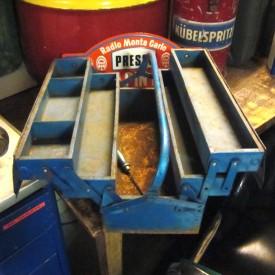wandel-antik-01975-werkzeugkasten-metall-blau-ausklappbar