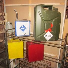 wandel-antik-01983-diverse-benzinkanister-klein