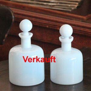 wandel-antik-02226-zwei-flakons-aus-opalglas
