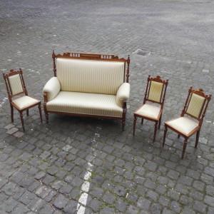 02922 - Sitzbank und 3 Stühle im Historismus-Stil