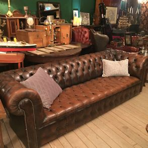 wandel-antik-03022-langes-chesterfield-sofa-braun