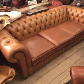 wandel-antik-03025-hellbraunes-chesterfield-3-sitzer-sofa