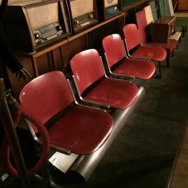 wandel-antik-03248-Stuhlreihe