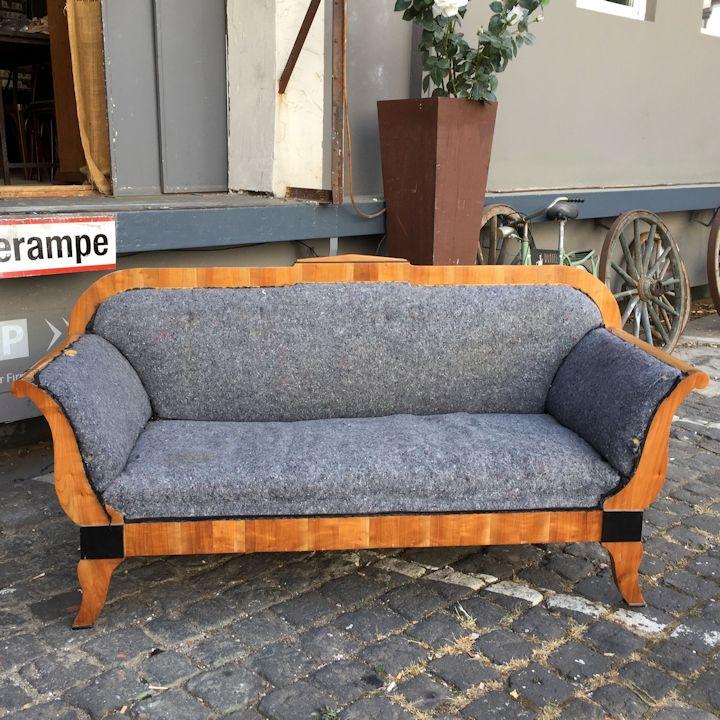 wandel-antik-biedermeier-sofa-vorher
